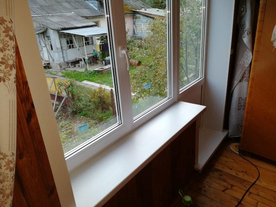 Белый балконный блок