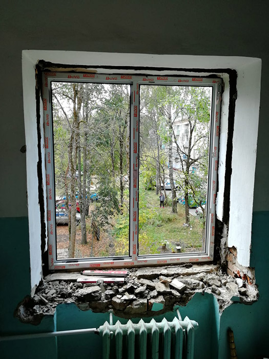 Монтаж окна в подъезде